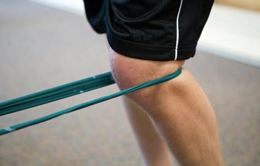 Sportmedizin: Dehnübungen mit elastischem Band